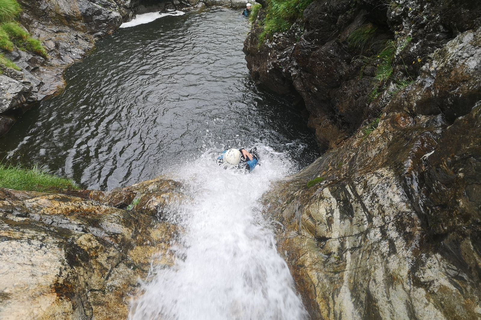 Le chouette tobogan ejectable du canyon du Maillet - canyoning Pyrenees